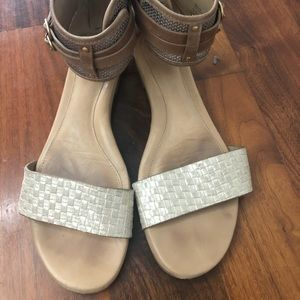 UGG Women's tan/ brown Leather sandal size 8